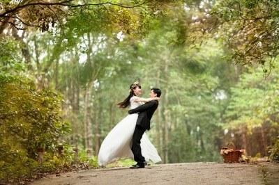 Używana suknia ślubna, czyli gdzie szukamy oszczędności organizując wesele?
