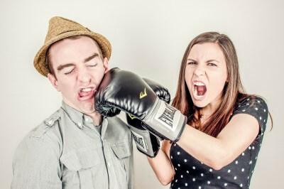 Jak myśli facet? 5 rzeczy, które najbardziej irytują kobiety