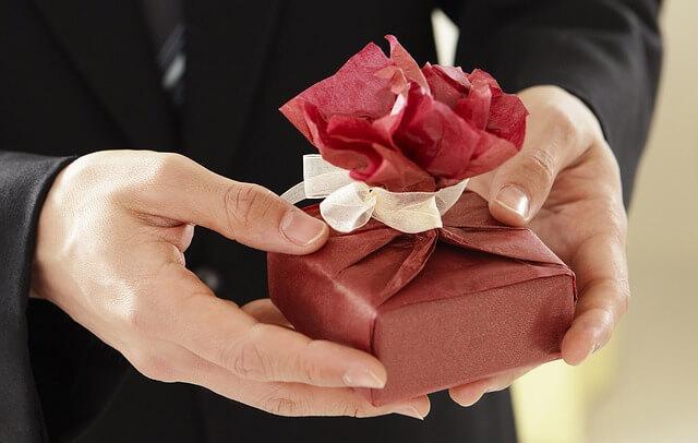 Co podarować kobiecie na walentynki?