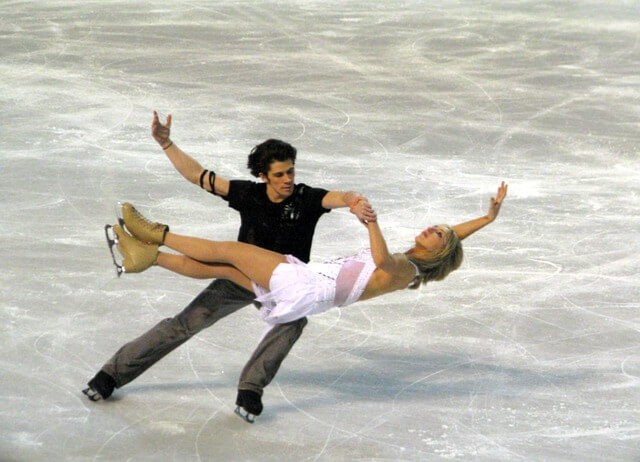 Para na łyżwach