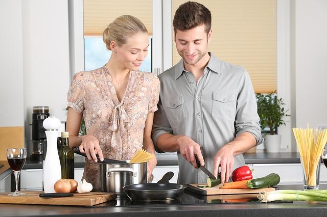 Para gotuje w kuchni