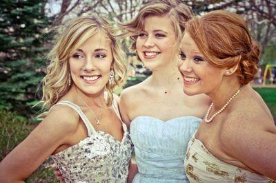 Jakie sukienki wybierać na wesele?