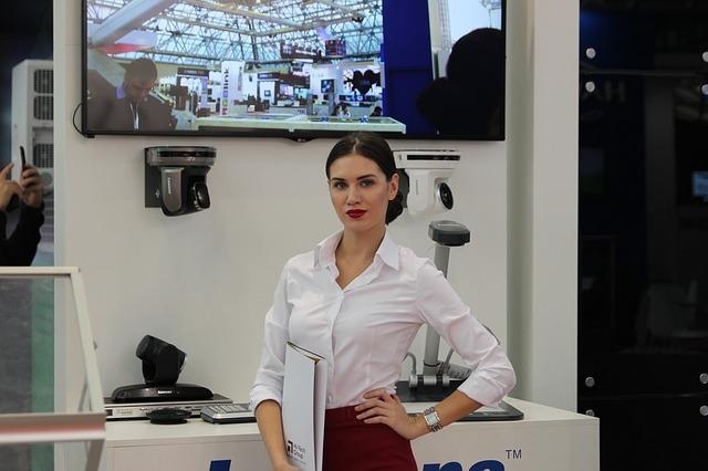 hostessa przy pracy