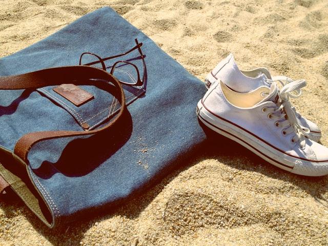 Jaka torebka na wakacje nad morzem? Jaką torebkę zabrać na plażę?